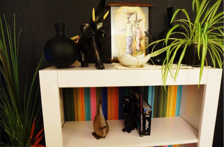 biblioth que customis e avec du papier peint rasch. Black Bedroom Furniture Sets. Home Design Ideas