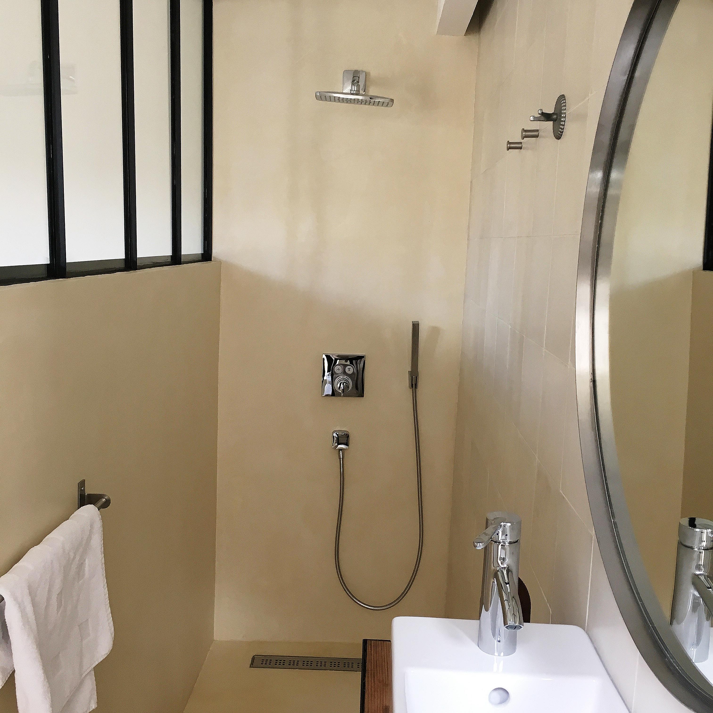 chez laurence du tilly adresse secr te mahousindeco. Black Bedroom Furniture Sets. Home Design Ideas